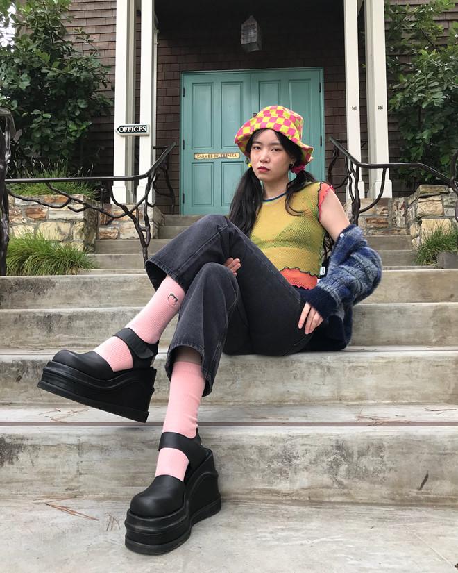 Phong cách vintage của thập niên 90 ngày càng thu hút giới trẻ - Ảnh 3