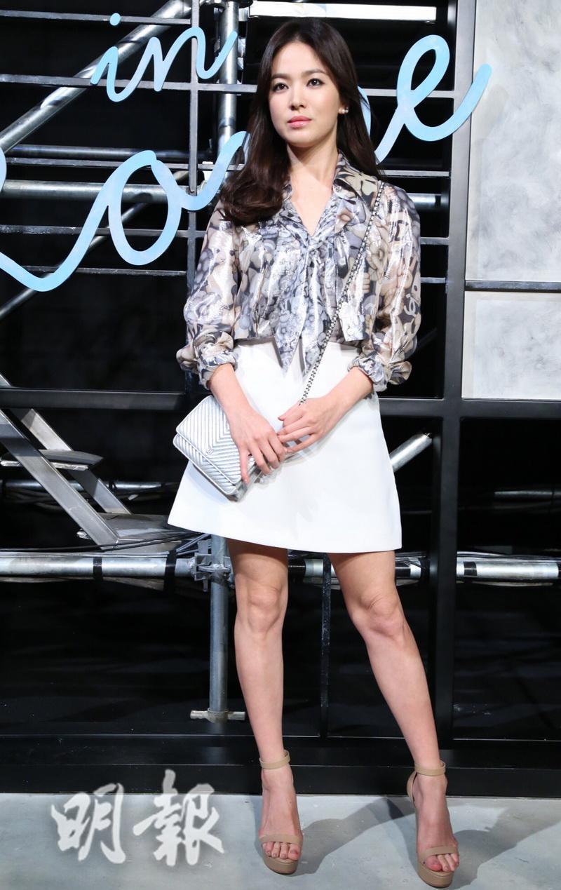 Học Song Hye Kyo 3 'bí kíp' chọn váy này, cô nàng 'nấm lùn' trông cao lên cả chục centimet, vóc dáng lại thon gọn bất ngờ - Ảnh 5
