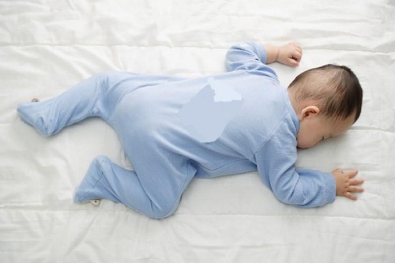 Trẻ sơ sinh nằm ngủ ở tư thế này tăng nguy cơ nghẹt thở, ảnh hưởng hô hấp, cha mẹ cần đặc biệt chú ý - Ảnh 1