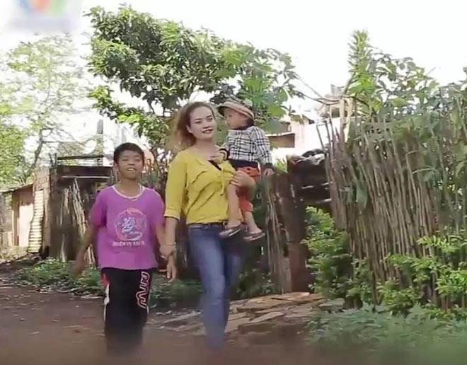 Cô gái Tây Nguyên chưa chồng, cứu hai đứa trẻ sắp bị chôn sống về nuôi - Ảnh 3