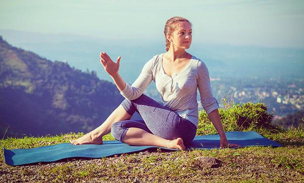 6 bài tập yoga đánh bay mỡ bụng cho các cô nàng mê ăn đêm, nghiền trà sữa - Ảnh 9