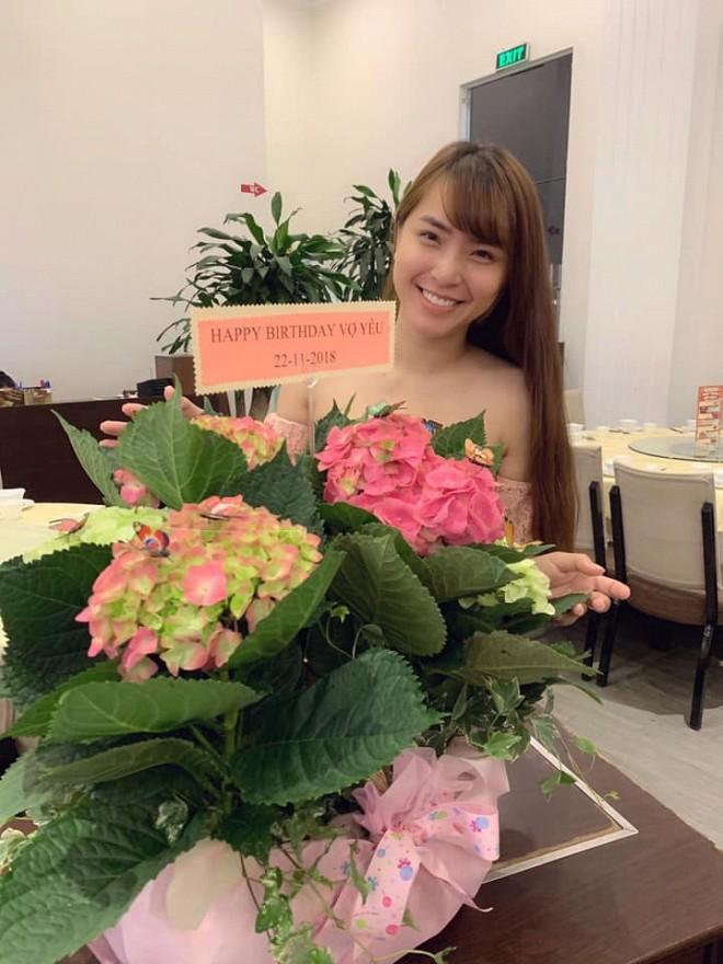 Hải Băng khoá môi Thành Đạt cực lãng mạn trong ngày sinh nhật tròn 35 tuổi của chồng - Ảnh 3