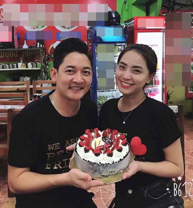 Hải Băng khoá môi Thành Đạt cực lãng mạn trong ngày sinh nhật tròn 35 tuổi của chồng - Ảnh 4