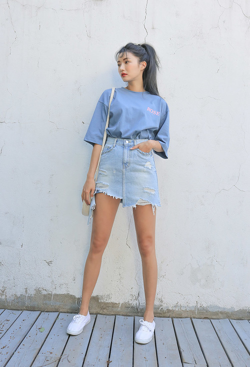 Phối đồ với chân váy jean: Vừa cá tính vừa cổ điển lại cực kỳ năng động - Ảnh 2
