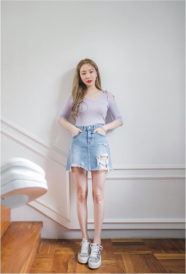 Phối đồ với chân váy jean: Vừa cá tính vừa cổ điển lại cực kỳ năng động - Ảnh 3