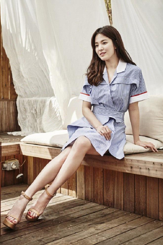 Chỉ trung thành với giày màu nude, nhưng hóa ra đây là cách mà Song Hye Kyo diện đẹp mọi bộ đồ - Ảnh 7