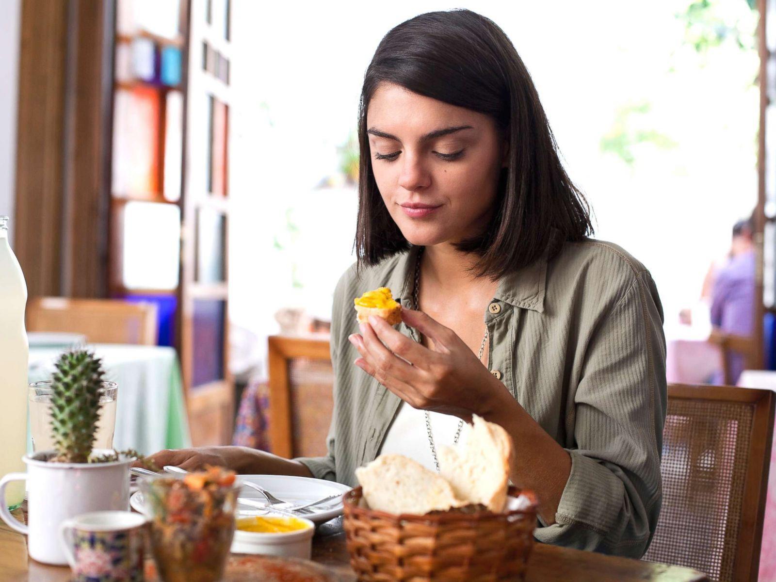 7 dấu hiệu nhận biết một người đang gặp phải chứng rối loạn ăn uống - Ảnh 2