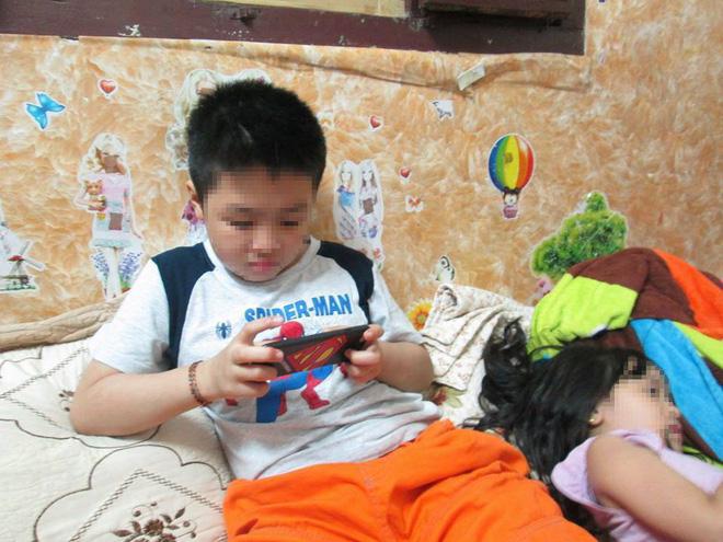 Cuộc sống của bé trai 10 tuổi bị bố và mẹ kế bạo hành đến rạn sọ não ở Hà Nội giờ ra sao? - Ảnh 3