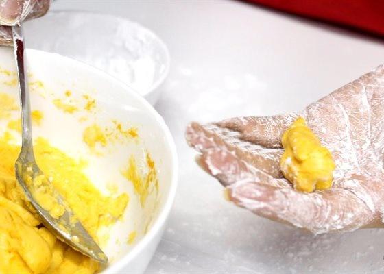 Cách làm chè bí đỏ đậu phộng bổ dưỡng cực đơn giản, ai ăn cũng phải tấm tắc gật đầu khen ngon - Ảnh 4