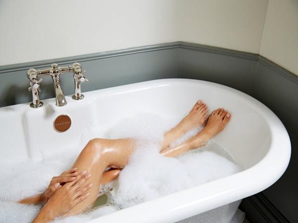 Không chỉ mùa đông, mùa hè bạn cũng có thể bị tróc da tay chân và đây là lý do - Ảnh 1