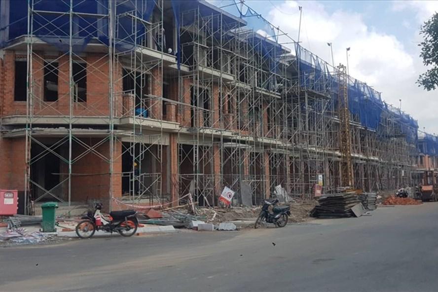 Đình chỉ thi công dự án Nhà ở cao tầng phường Phú Mỹ quận 7 vì xây chui - Ảnh 1