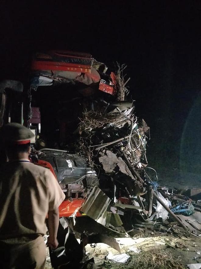 Hiện trường ám ảnh trong vụ tai nạn kinh hoàng ở Hòa Bình: Hé lộ danh tính các nạn nhân - Ảnh 2