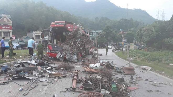 Hiện trường ám ảnh trong vụ tai nạn kinh hoàng ở Hòa Bình: Hé lộ danh tính các nạn nhân - Ảnh 14