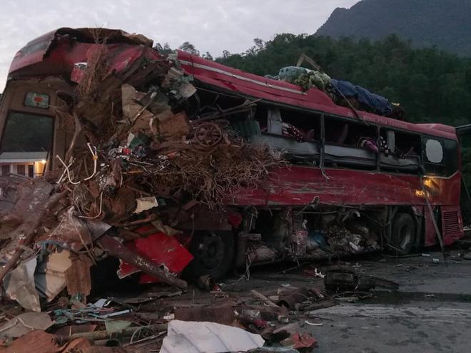 Hiện trường ám ảnh trong vụ tai nạn kinh hoàng ở Hòa Bình: Hé lộ danh tính các nạn nhân - Ảnh 8