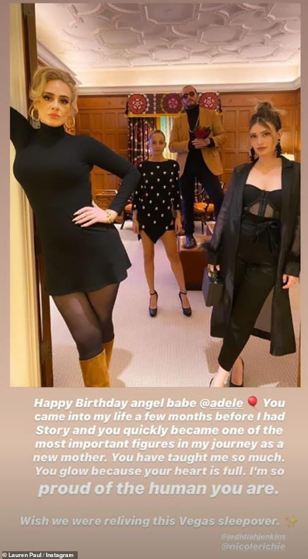 Adele gây bão MXH với hình ảnh sau khi giảm 45kg: Nhan sắc thăng hạng vùn vụt, thần thái rạng ngời sức sống - Ảnh 6