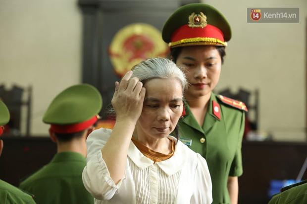 Bùi Thị Kim Thu bất ngờ đánh lén một bị cáo tại phiên tòa xử phúc thẩm vụ nữ sinh giao gà - Ảnh 1