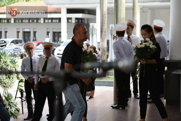 Đám tang BTV/MC Diệu Linh: MC Long Vũ và MC Quang Minh đến sớm để nói lời tạm biệt với người em đồng nghiệp - Ảnh 6