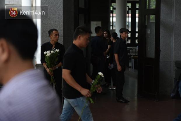 Đám tang BTV/MC Diệu Linh: MC Long Vũ và MC Quang Minh đến sớm để nói lời tạm biệt với người em đồng nghiệp - Ảnh 7