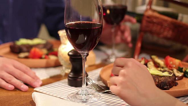 Ly dị xong cặp vợ chồng rủ nhau đi ăn, 1 sự việc bất ngờ xảy ra khiến cả 2 thay đổi quyết định - Ảnh 3