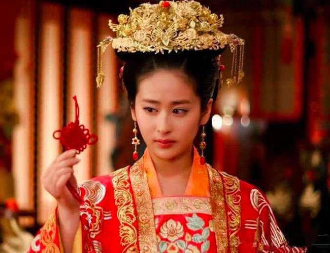 Màn đánh ghen 'vượt thời đại' được lưu vào sử sách của nàng công chúa khi bắt quả tang chồng đang trên giường với người hầu - Ảnh 3