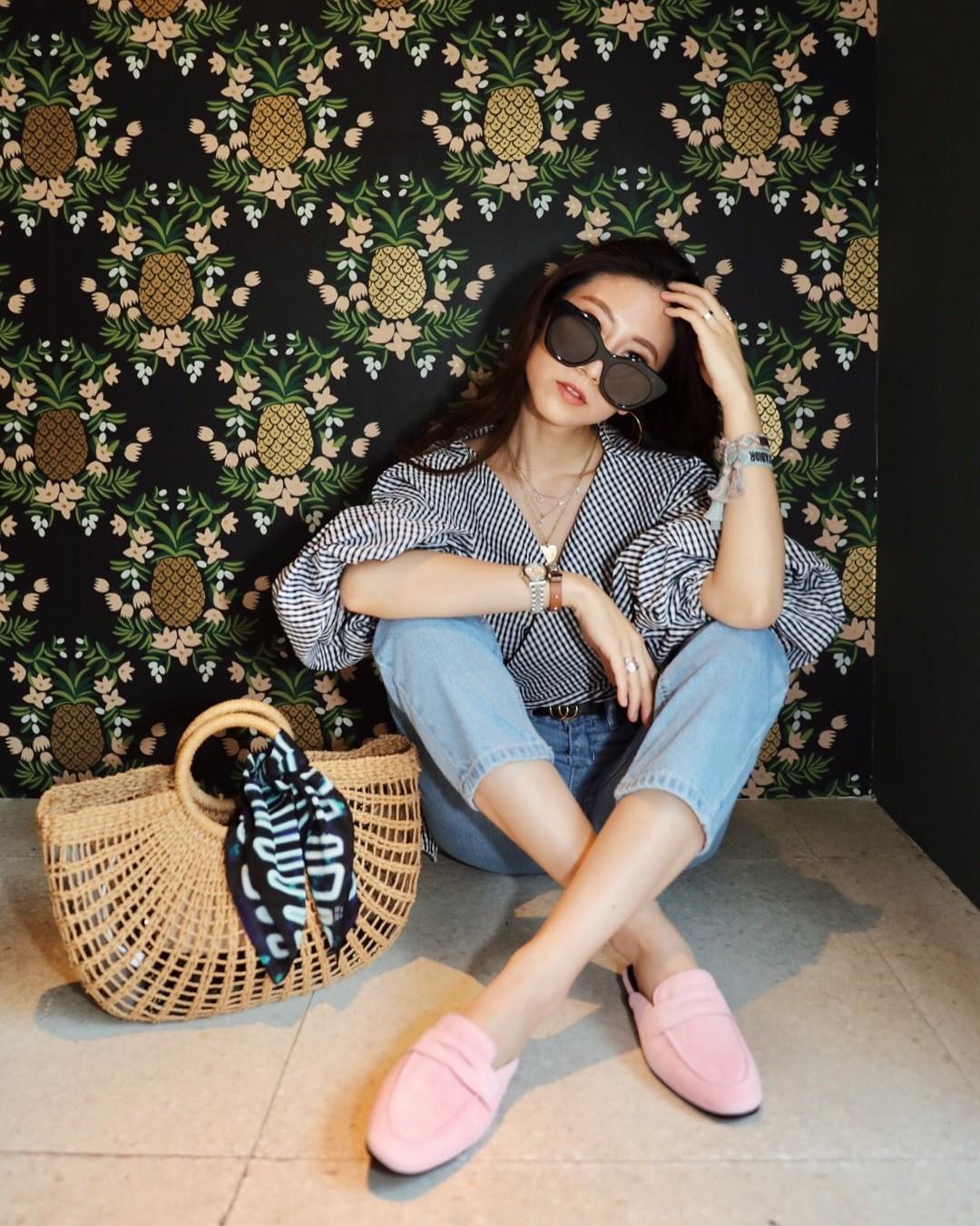 Đừng nghĩ mặc jeans là không điệu được, cứ nhìn các nàng blogger lên đồ cực xinh qua 15 set đồ này sẽ biết ngay - Ảnh 14