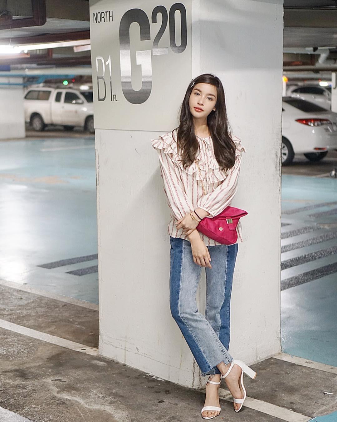 Đừng nghĩ mặc jeans là không điệu được, cứ nhìn các nàng blogger lên đồ cực xinh qua 15 set đồ này sẽ biết ngay - Ảnh 2