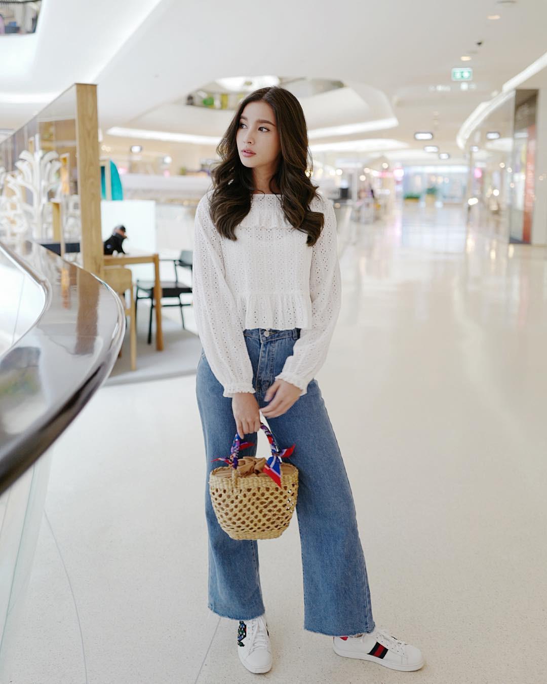 Đừng nghĩ mặc jeans là không điệu được, cứ nhìn các nàng blogger lên đồ cực xinh qua 15 set đồ này sẽ biết ngay - Ảnh 4