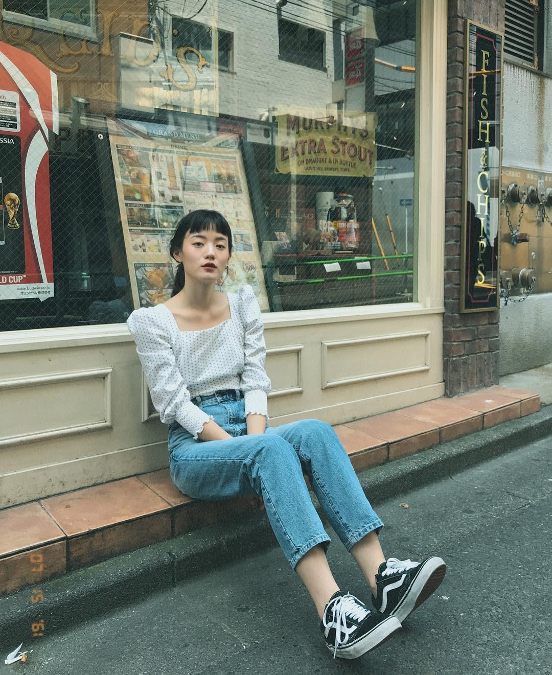 Đừng nghĩ mặc jeans là không điệu được, cứ nhìn các nàng blogger lên đồ cực xinh qua 15 set đồ này sẽ biết ngay - Ảnh 5