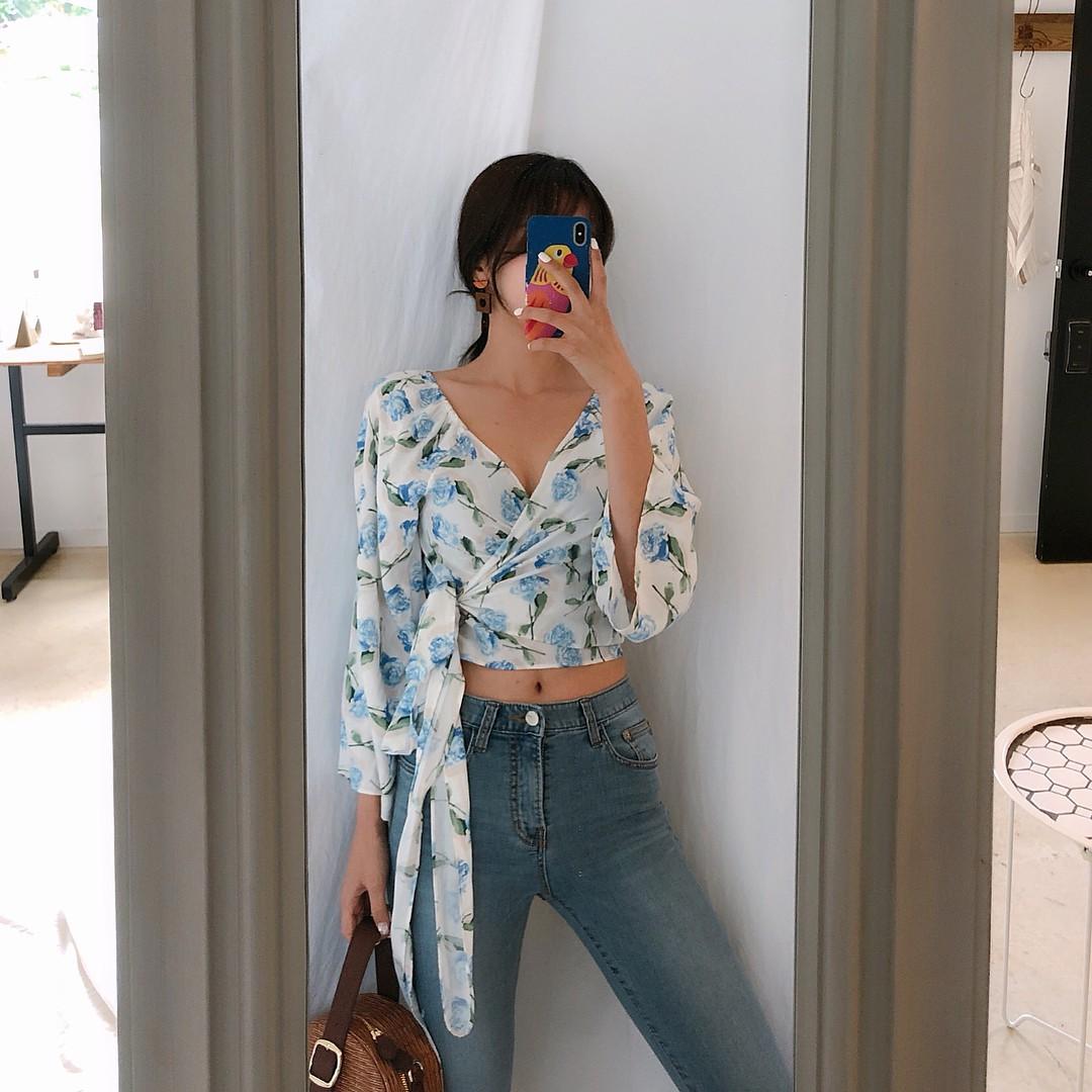 Đừng nghĩ mặc jeans là không điệu được, cứ nhìn các nàng blogger lên đồ cực xinh qua 15 set đồ này sẽ biết ngay - Ảnh 6