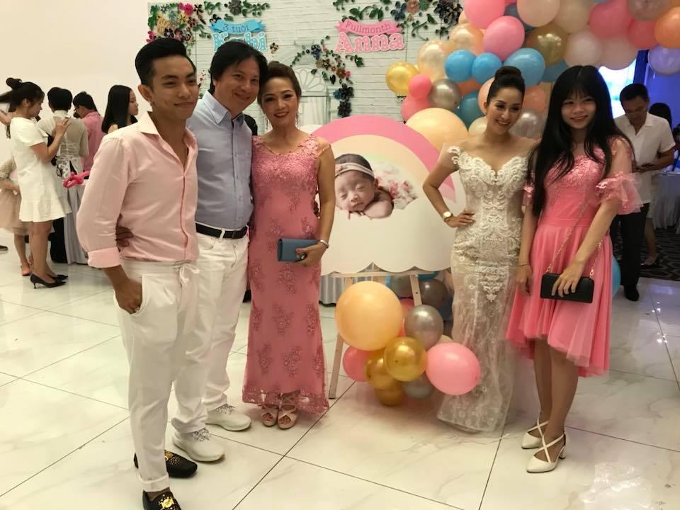 Lộ điểm đặc biệt hiếm thấy xuất hiện trong tiệc đầy tháng con gái Khánh Thi - Phan Hiển - Ảnh 5