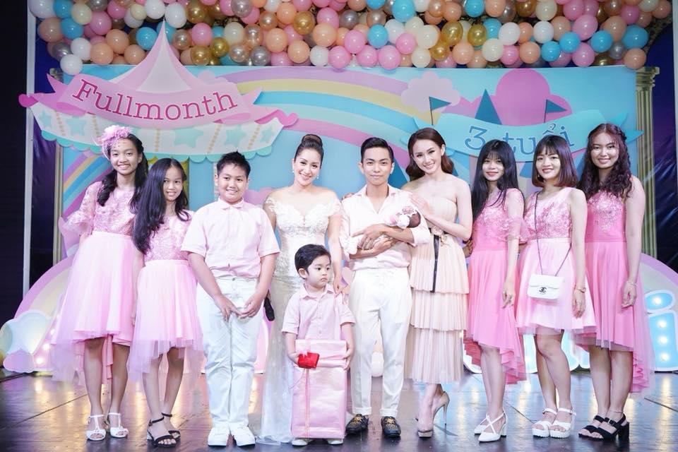 Lộ điểm đặc biệt hiếm thấy xuất hiện trong tiệc đầy tháng con gái Khánh Thi - Phan Hiển - Ảnh 8