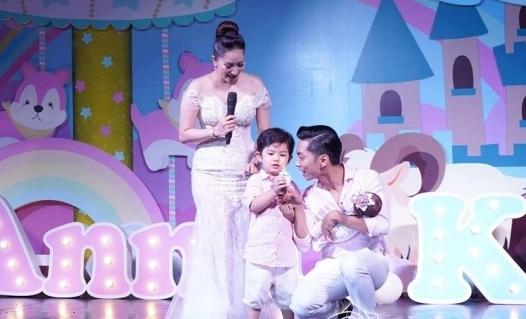 Lộ điểm đặc biệt hiếm thấy xuất hiện trong tiệc đầy tháng con gái Khánh Thi - Phan Hiển - Ảnh 6
