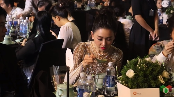 Lâm Vỹ Dạ tức giận 'dằn mặt' anti-fan khi Hari Won bị mỉa mai 'ăn như bị bỏ đói mấy ngày' - Ảnh 1