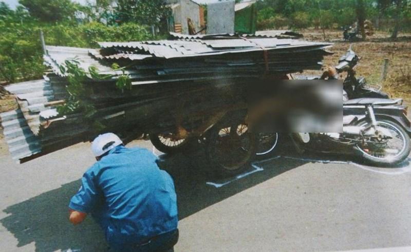 Xe chở tôn làm chết người đi xe máy ở Đồng Nai - Ảnh 1