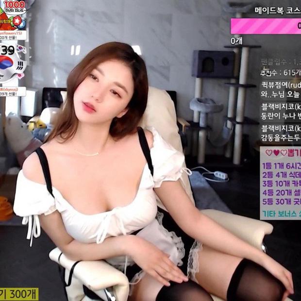 Bị fan nghi ngờ về việc 'hack cheat vòng một', nữ streamer xinh đẹp livestream luôn cảnh vào bệnh viện chứng thực ngực tự nhiên - Ảnh 9