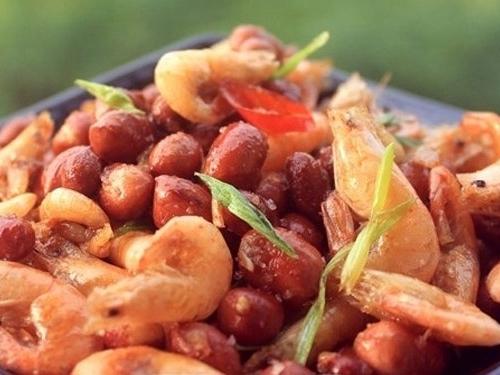Ngày mưa gió, ngon cơm hơn với món tôm rang lạc đậm đà - Ảnh 4