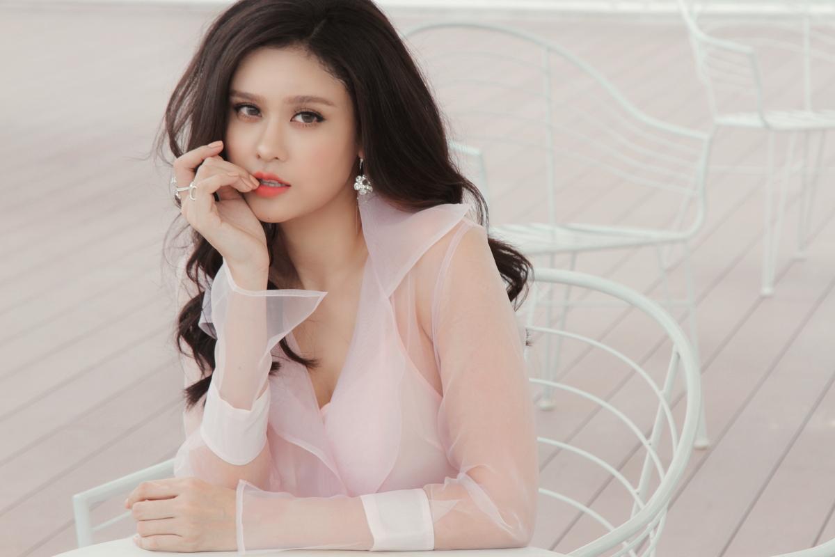 Trương Quỳnh Anh khoe vẻ đẹp mong manh như sương mai hậu ly hôn - Ảnh 2