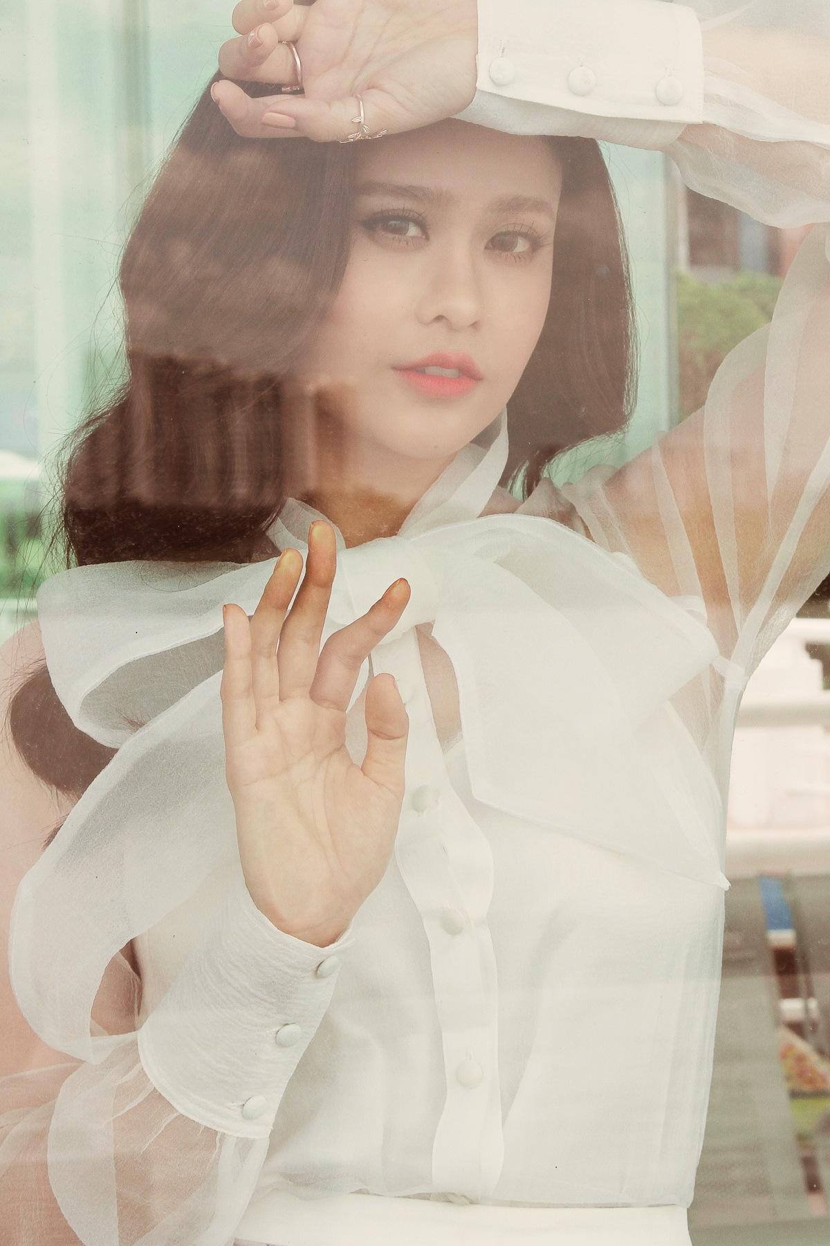 Trương Quỳnh Anh khoe vẻ đẹp mong manh như sương mai hậu ly hôn - Ảnh 6