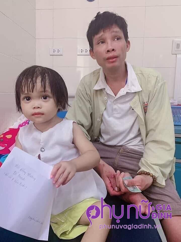 Bé gái 3 tuổi mồ côi mẹ, mắc bệnh ung thư tủy không tiền chữa trị: 'Cháu nhớ nhà, nhớ anh lắm' - Ảnh 2