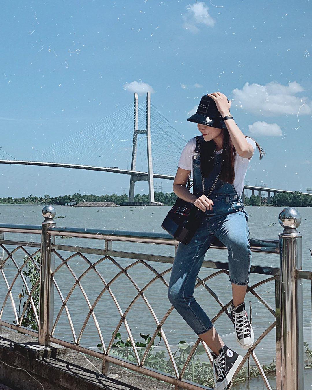 """Phục lăn tài hack tuổi của Hà Tăng, Thanh Hằng, Mỹ Tâm: Đã ngoài 30 mà vẫn tự tin mặc quần yếm """"cute lạc lối"""" - Ảnh 2"""