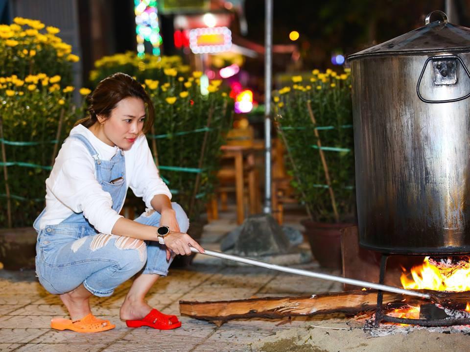 """Phục lăn tài hack tuổi của Hà Tăng, Thanh Hằng, Mỹ Tâm: Đã ngoài 30 mà vẫn tự tin mặc quần yếm """"cute lạc lối"""" - Ảnh 5"""