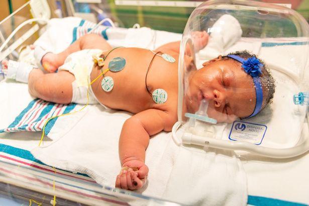 Vừa mới chào đời, bé gái khiến nhiều người sửng sốt khi sở hữu hàng loạt sự trùng hợp - Ảnh 1