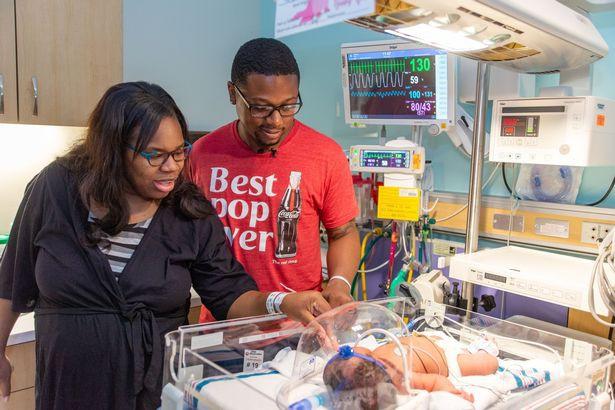 Vừa mới chào đời, bé gái khiến nhiều người sửng sốt khi sở hữu hàng loạt sự trùng hợp - Ảnh 2