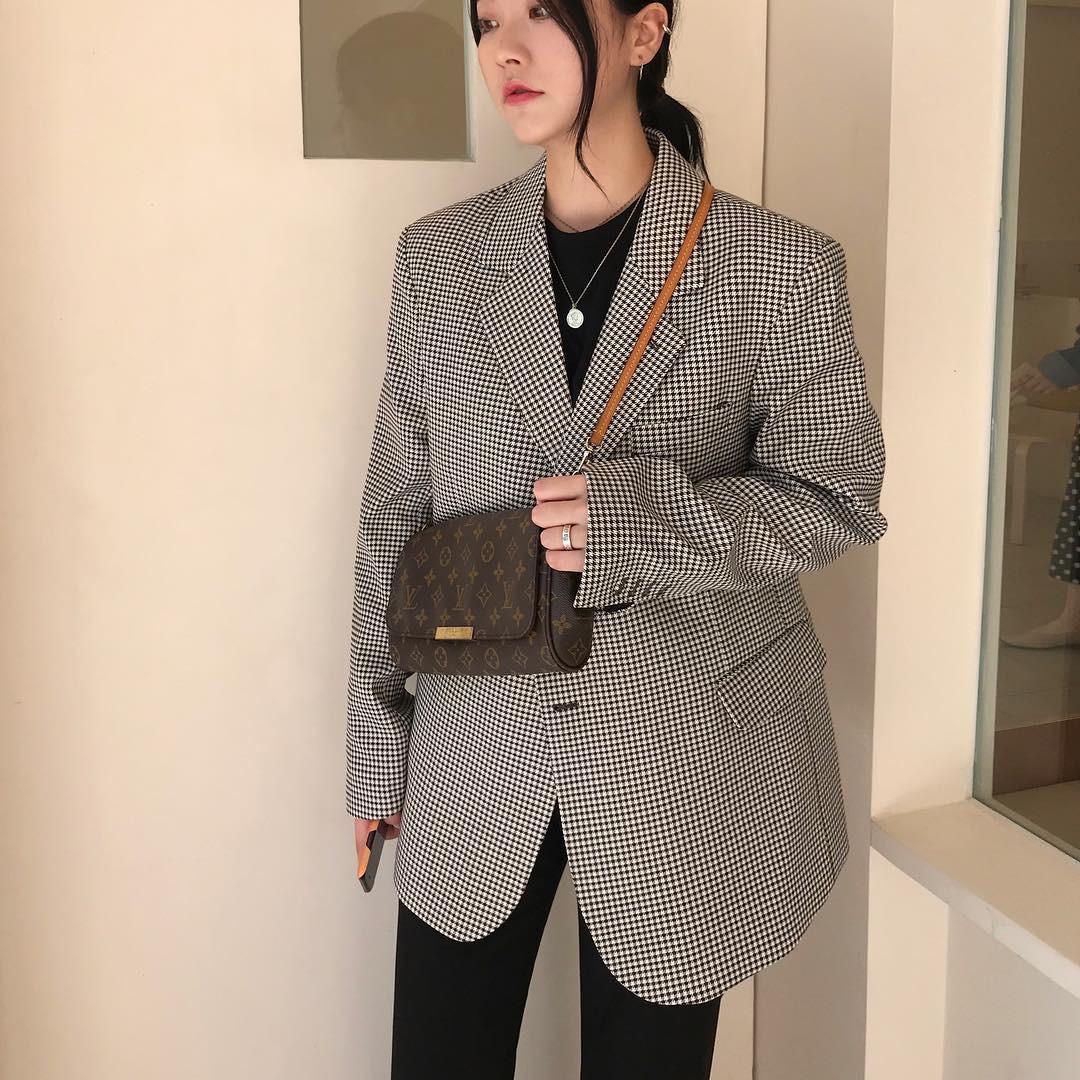Áo blazer không hề một màu, nhàm chán bởi có ít nhất 5 biến tấu để các nàng thỏa sức làm điệu trong mùa lạnh năm nay - Ảnh 1