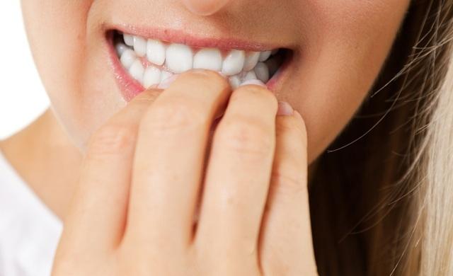 Đừng thắc mắc sao người ta răng trắng sáng còn mình thì ố vàng, do bạn mắc phải 6 thói quen này thôi - Ảnh 3