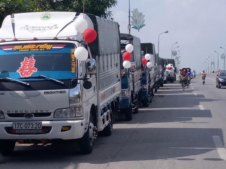 Chú rể Thái Bình mang 'siêu xe' chở lợn đi đón dâu khiến họ nhà gái cười ra nước mắt  - Ảnh 4