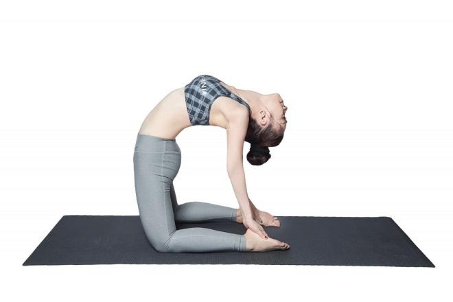 Những bài tập yoga đơn giản tại nhà giúp giữ dáng, làm đẹp da lại ngăn ngừa rụng tóc hiệu quả - Ảnh 1