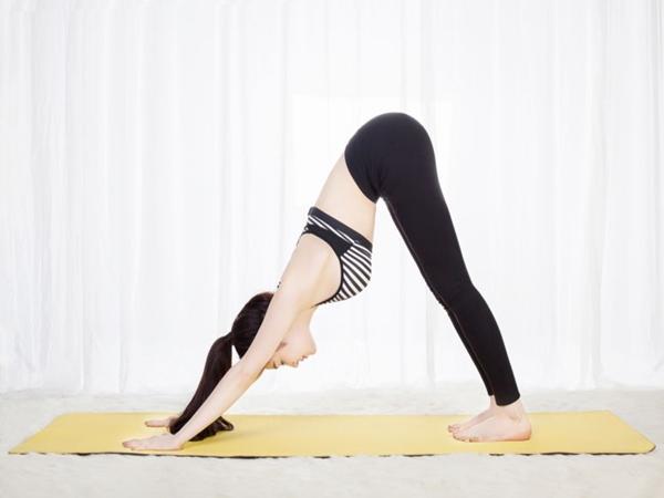 Những bài tập yoga đơn giản tại nhà giúp giữ dáng, làm đẹp da lại ngăn ngừa rụng tóc hiệu quả - Ảnh 2