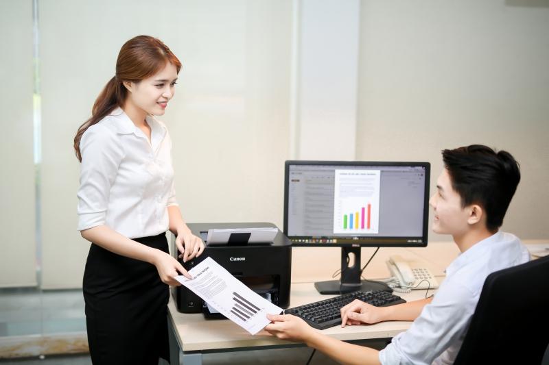 Phụ nữ quá bận rộn với công việc đôi khi sẽ không còn hấp dẫn với đàn ông