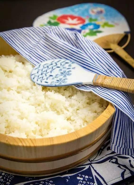 Trời lạnh, thêm ngay những thứ này vào nồi cơm để cơm trắng được dẻo hạt, thơm lừng và ngon không tưởng - Ảnh 1